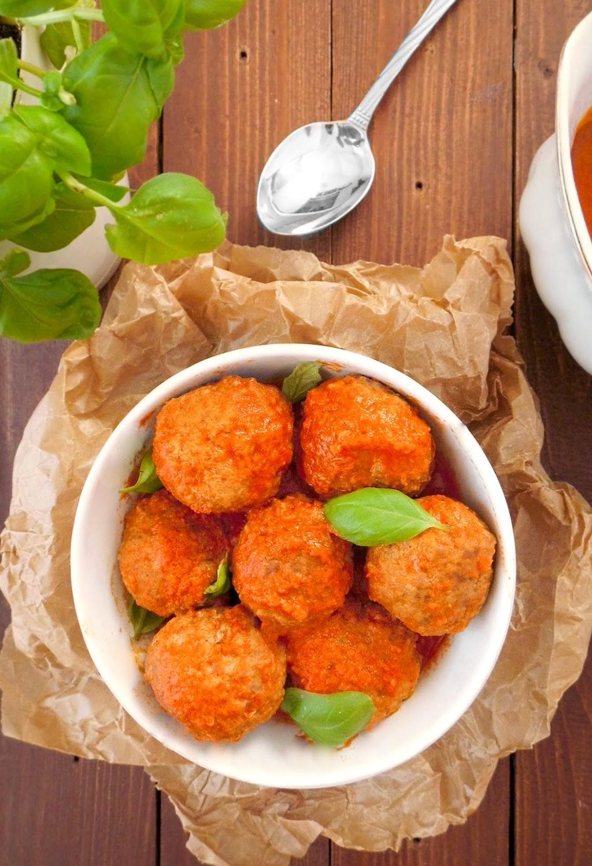 Klopsiki z parmezanem w sosie pomidorowym