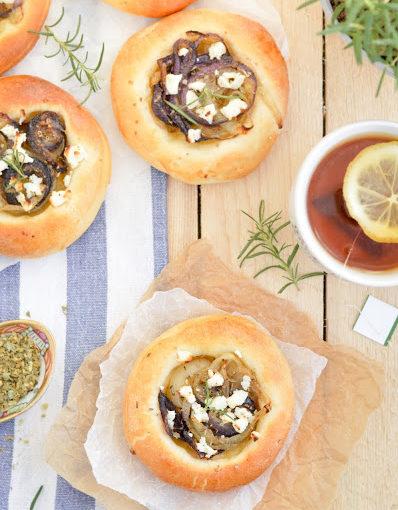 Bułeczki z cebulą i serem feta