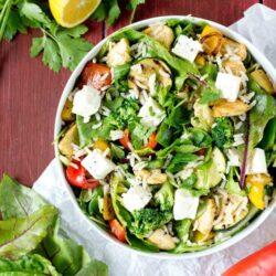 Sałatka z ryżem, kurczakiem i grillowanymi warzywami - przepis
