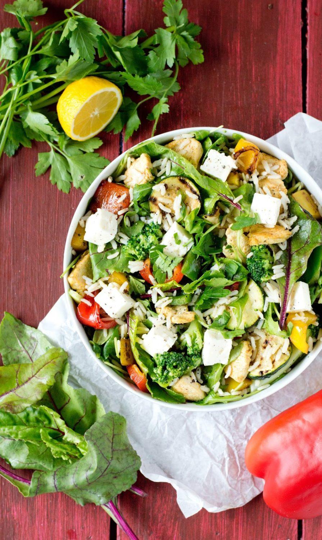 Sałatka z ryżem, kurczakiem i grillowanymi warzywami