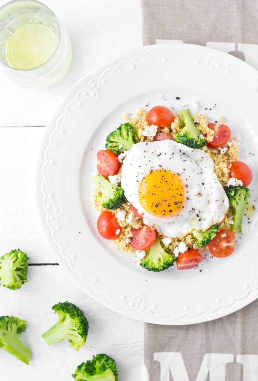 Kasza jaglana z warzywami i jajkiem