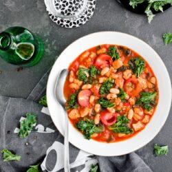 Zupa z jarmużem, białą fasolą i wieprzowiną - przepis