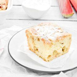 Biszkoptowe ciasto z rabarbarem - przepis