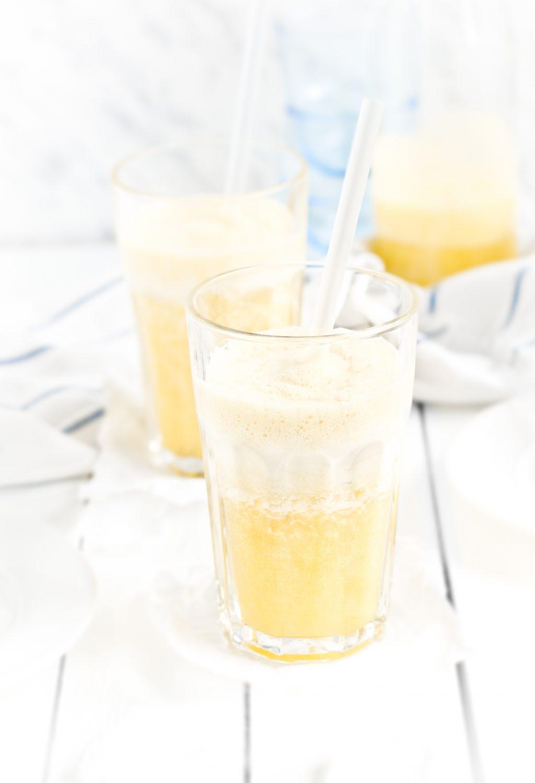 Orzeźwiający koktajl z ananasa