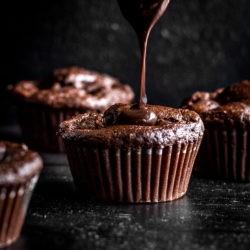 Czekoladowe muffiny z gruszką