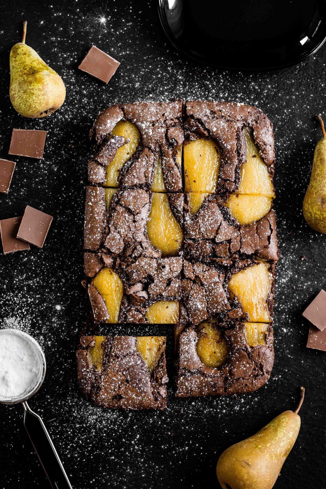 Brownie z gruszką gotowaną w syropie
