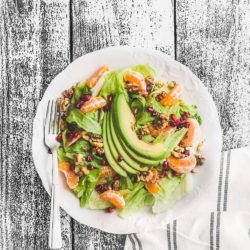 Sałatka z awokado, mandarynkami i granatem
