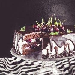 Tort czekoladowy z wiśniami i mascarpone