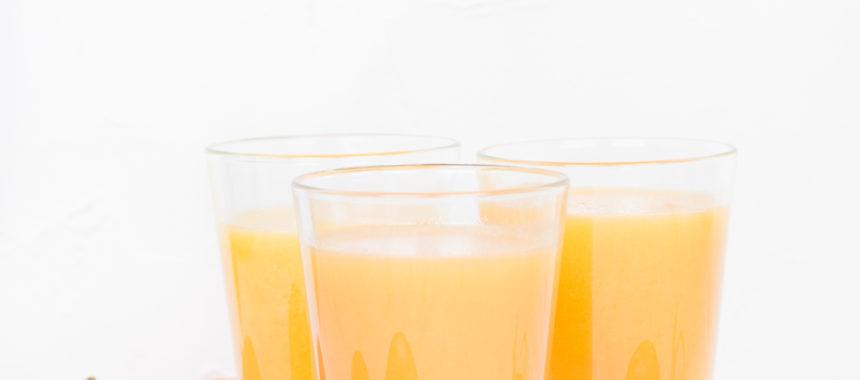 Egzotyczny pomarańcz – sok z mango, mandarynką i marchewką