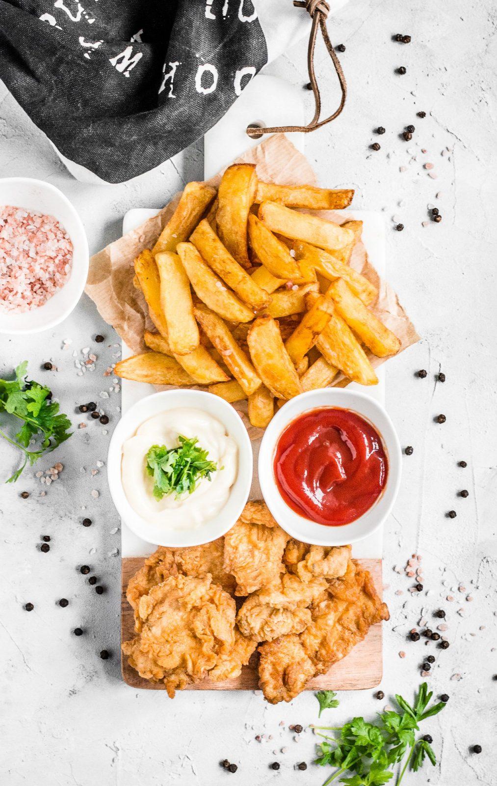 Najlepsze domowe frytki ze stripsami z kurczaka