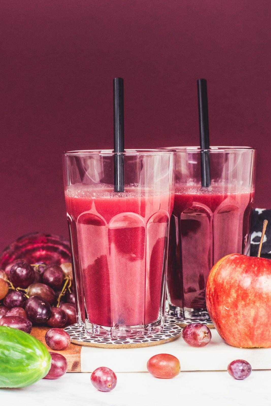 Sok z jabłkami, czerwonymi winogronami i burakiem
