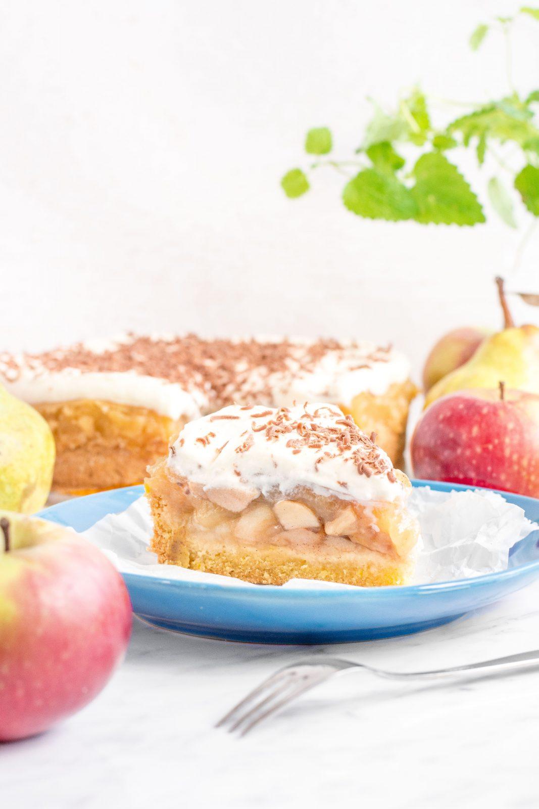 Obłędne ciasto jabłkowo-gruszkowe z owocowym budyniem i kremem