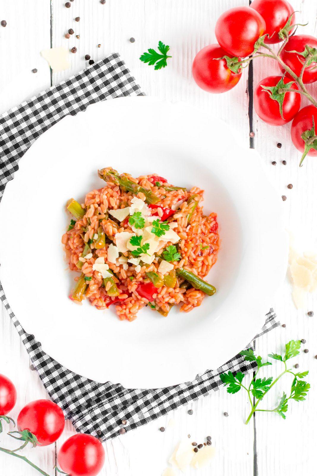 Risotto ze szparagami i pomidorami
